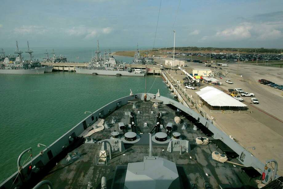 The bow of the USS San Antonio is seen Thursday morning, Jan. 12, 2006, from the bridge of the ship looking forward. The ship was at Naval Station Ingleside for its commissioning. Photo: WILLIAM LUTHER, SAN ANTONIO EXPRESS-NEWS / SAN ANTONIO EXPRESS-NEWS