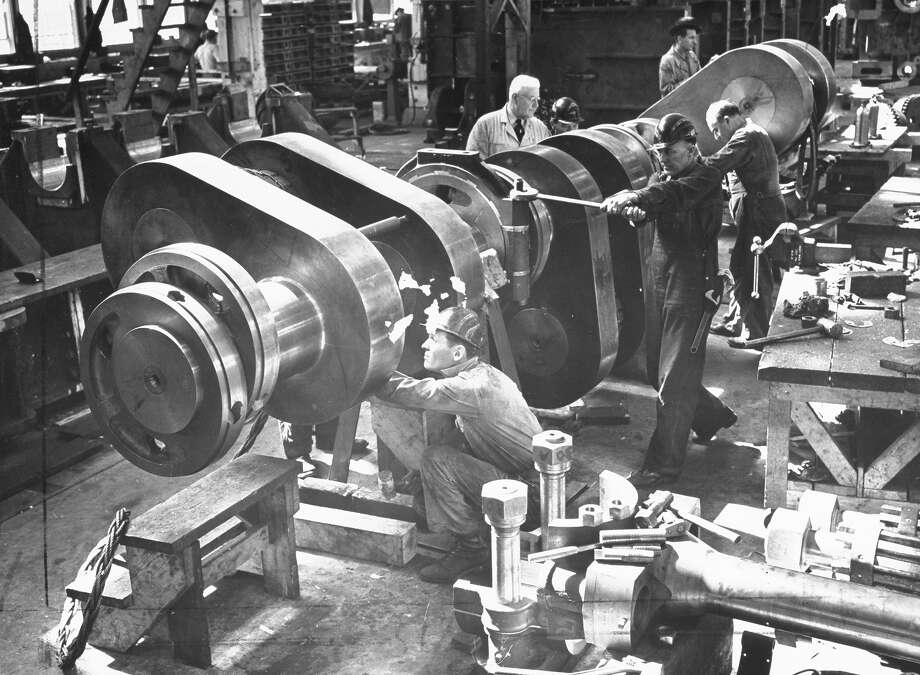 Engine builders, 1942 Photo: Eliot Elisofon, Time Life / Time Life Pictures