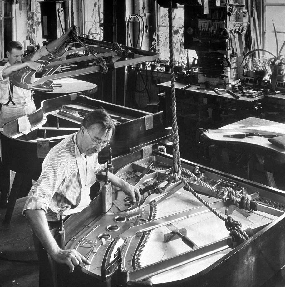 Piano makers, 1934 Photo: Margaret Bourke-White, Time Life / Time Life Pictures
