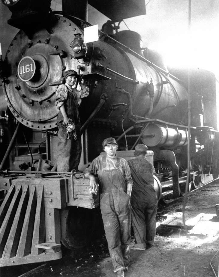 Railroad workers, 1918 Photo: Time Life Pictures, Time Life / Time Life Pictures