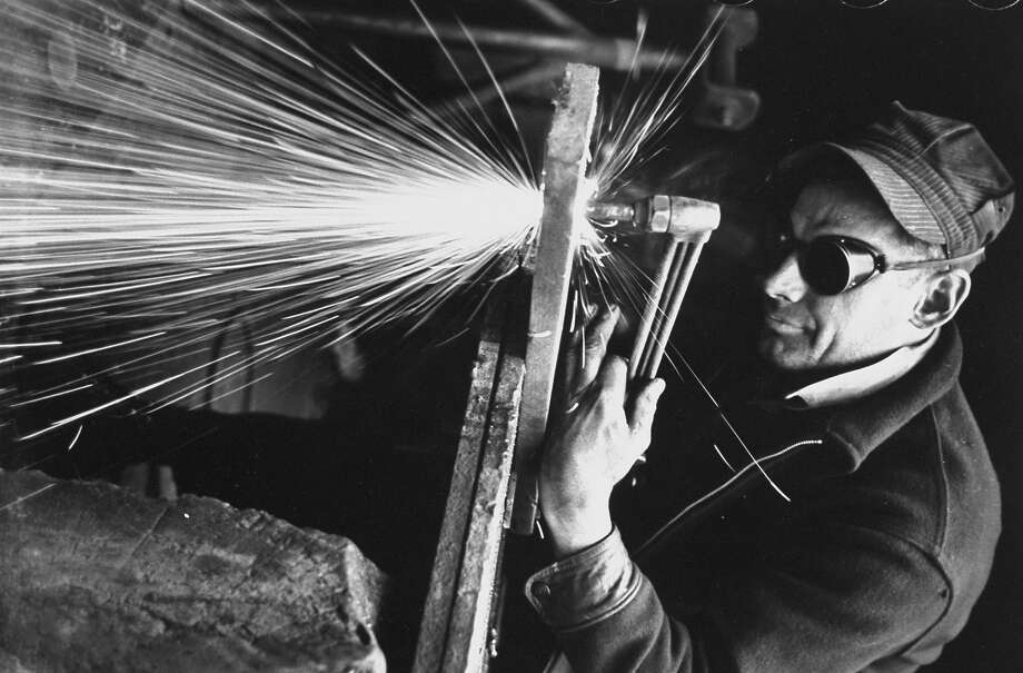 Welder, 1939 Photo: Carl Mydans, Time Life / Time Life Pictures