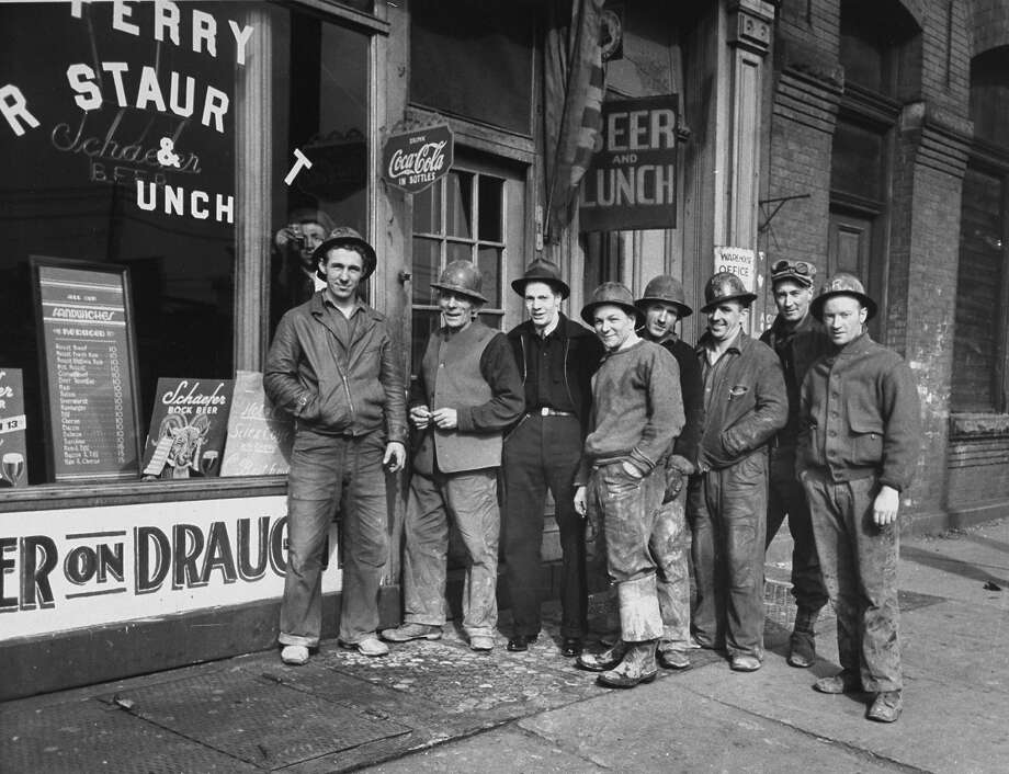Construction workers, 1939 Photo: Carl Mydans, Time Life / Time Life Pictures