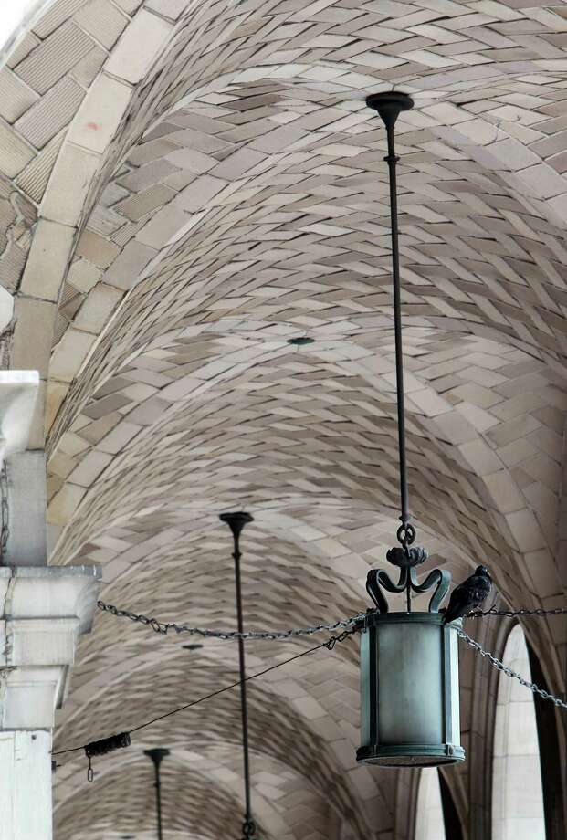 Vault ceilings can be seen in the historic 1915 Texaco building. Photo: Mayra Beltran, Houston Chronicle / © 2013 Houston Chronicle