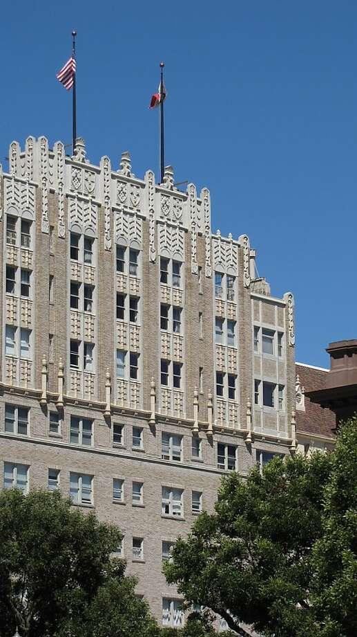 Park Lane Apartments  1100 Sacramento St. Architect: Edward E. Young | Style: Early moderne | Size: 11 stories | Date built: 1924, 1929 Photo: John King