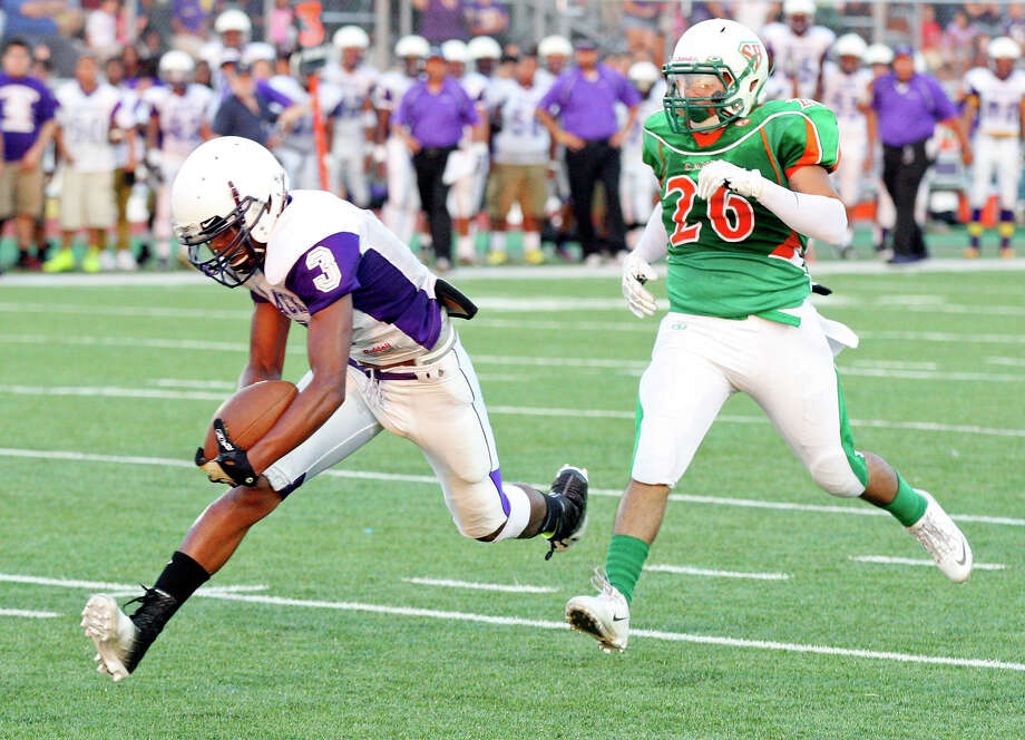 Brackenridge's Jonathan King heads to the end zone for a touchdown ahead of Sam Houston's Steven Garcia during first half action Friday Aug. 30, 2013 at the Wheatley Heights Sports Complex. Photo: Edward A. Ornelas, San Antonio Express-News / © 2012 San Antonio Express-News