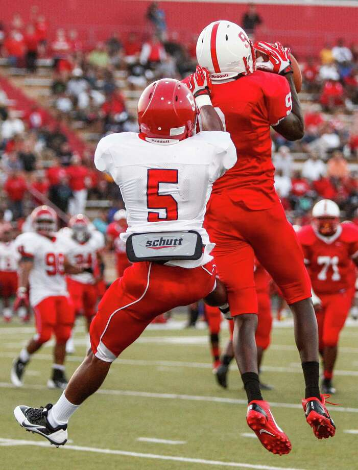 Bellaire wide receiver Courtney Lark (9) hauls in the touchdown pass against Alief-Taylor cornerback David King (5) during the second quarter of a high school football game at Butler Stadium on Friday, Aug. 30, 2013, in Houston, Texas. Photo: Andrew Richardson, For The Chronicle / © 2013 Andrew Richardson