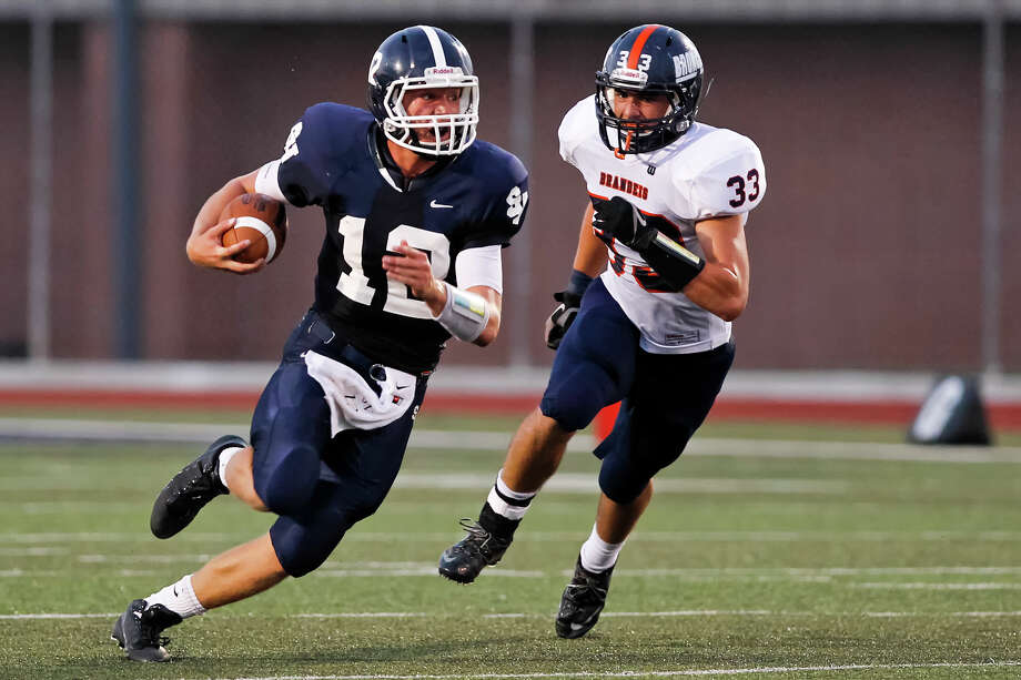 Smithson Valley quarterback Garrett Smith runs past Brandeis' Grant Marrs during the first half of their game at Ranger Stadium on Friday, Aug. 30, 2013.  Smithson Valley beat the Broncos 31-12.  MARVIN PFEIFFER/ mpfeiffer@express-news.net Photo: MARVIN PFEIFFER, San Antonio Express-News / Express-News 2013