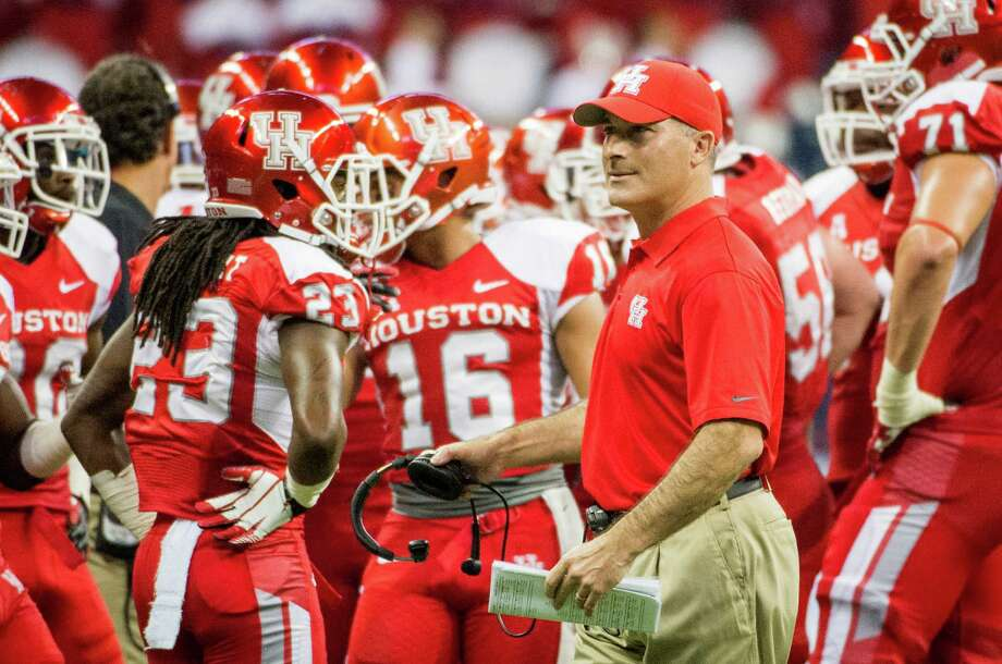Houston head coach Tony Levine huddles with his players during the first half. Photo: Smiley N. Pool, Houston Chronicle / © 2013  Houston Chronicle