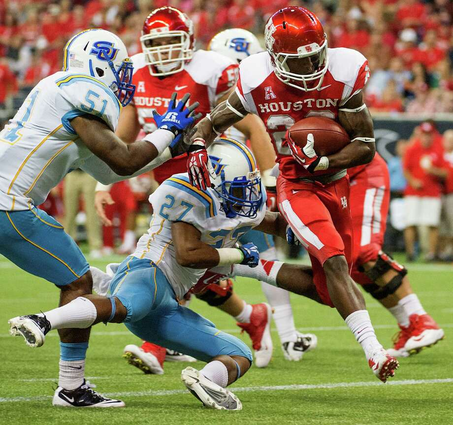 Houston running back Ryan Jackson (22) scores on a 8-yard touchdown run past Southern defensive back Blake Monroe (27) and linebacker Franchot West (51). Photo: Smiley N. Pool, Houston Chronicle / © 2013  Houston Chronicle