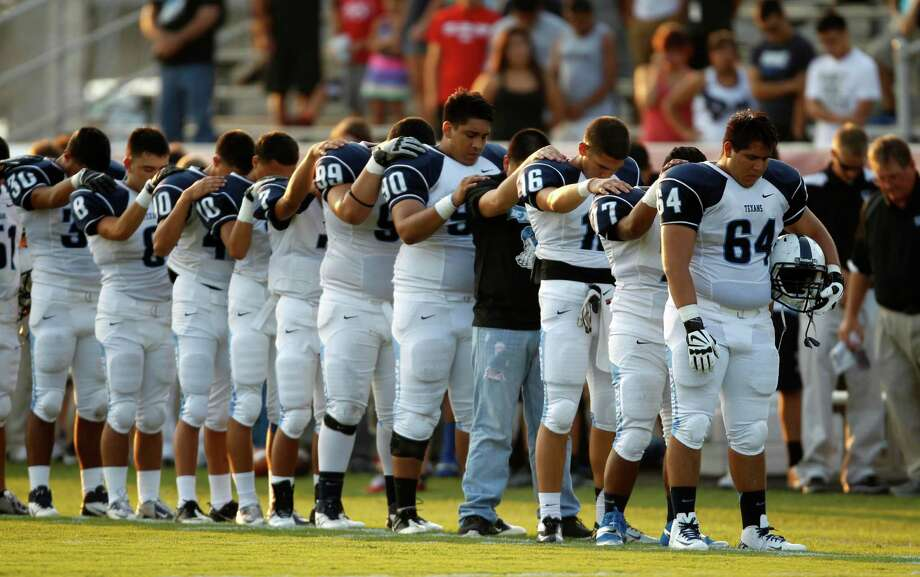 Sam Rayburn players lead Don Ford Stadium in a moment of silence for LaTrone Williams, the Texans running back who died in an auto accident nine days before the season opener against New Caney Porter. Photo: Eric Christian Smith, Freelance