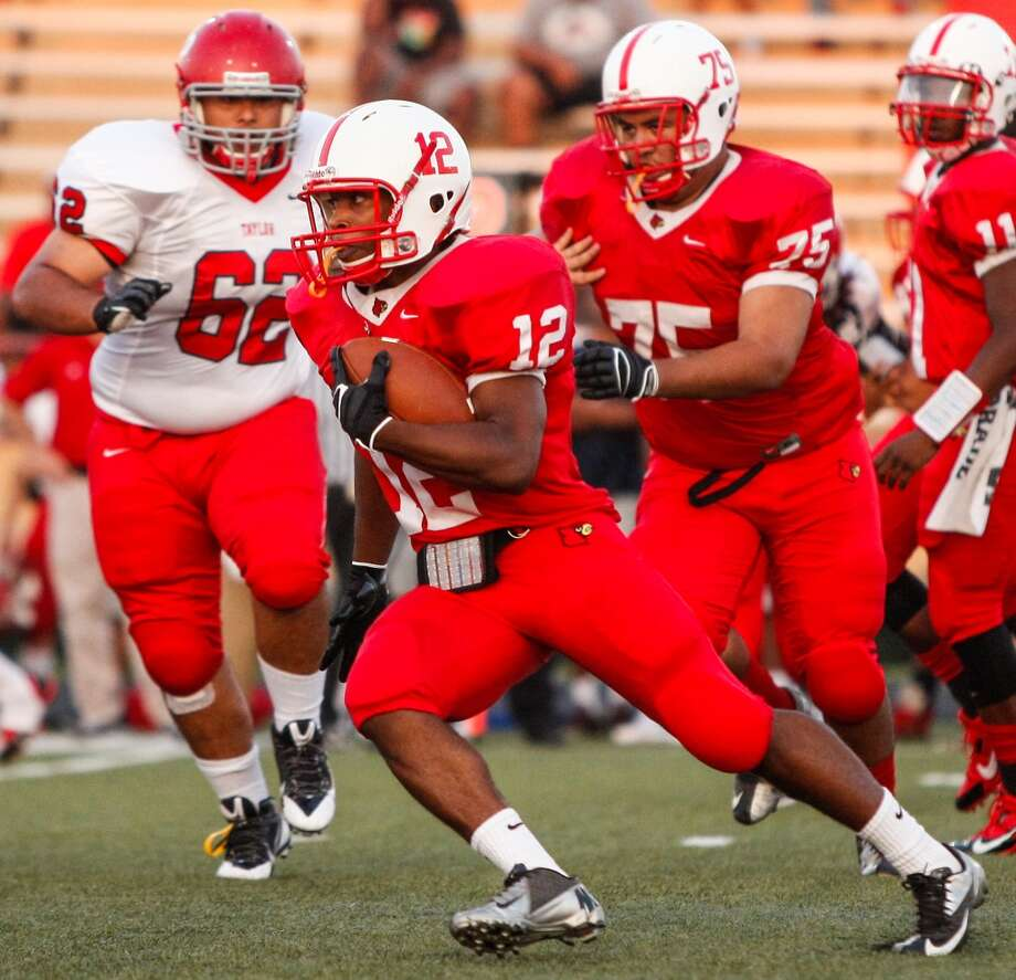 Bellaire running back Reshard Waddel (12) carries the ball during the first quarter of a high school football game at Butler Stadium on Friday, Aug. 30, 2013, in Houston, Texas.  ( Andrew Richardson / For the Chronicle ) Photo: Andrew Richardson, For The Chronicle