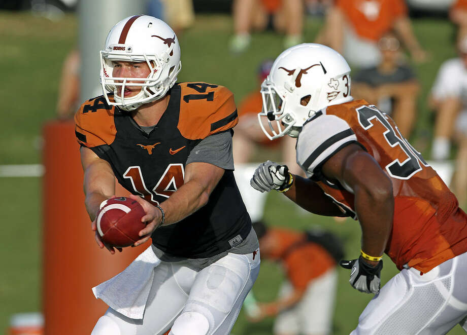 David Ash (left) and Johnathan Gray will be key to the success of Texas' up-tempo offense this season. Photo: Tom Reel / San Antonio Express-News