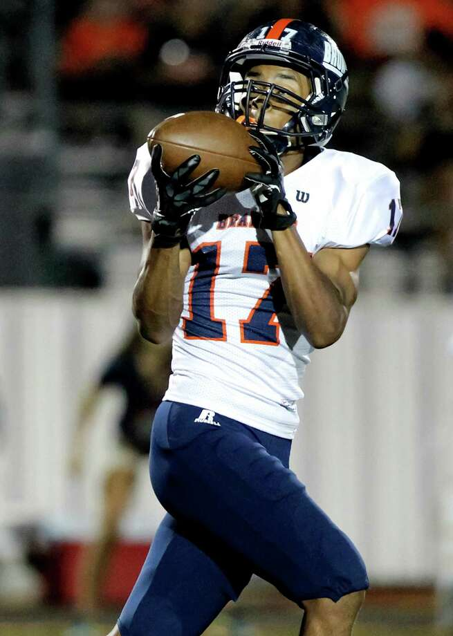 Brandeis' Peyton Hall brings in a 46-yard reception during the third quarter of their game with Smithson Valley at Ranger Stadium on Friday, Aug. 30, 2013.  Smithson Valley beat the Broncos 31-12.  MARVIN PFEIFFER/ mpfeiffer@express-news.net Photo: MARVIN PFEIFFER, Marvin Pfeiffer/ Express-News / Express-News 2013