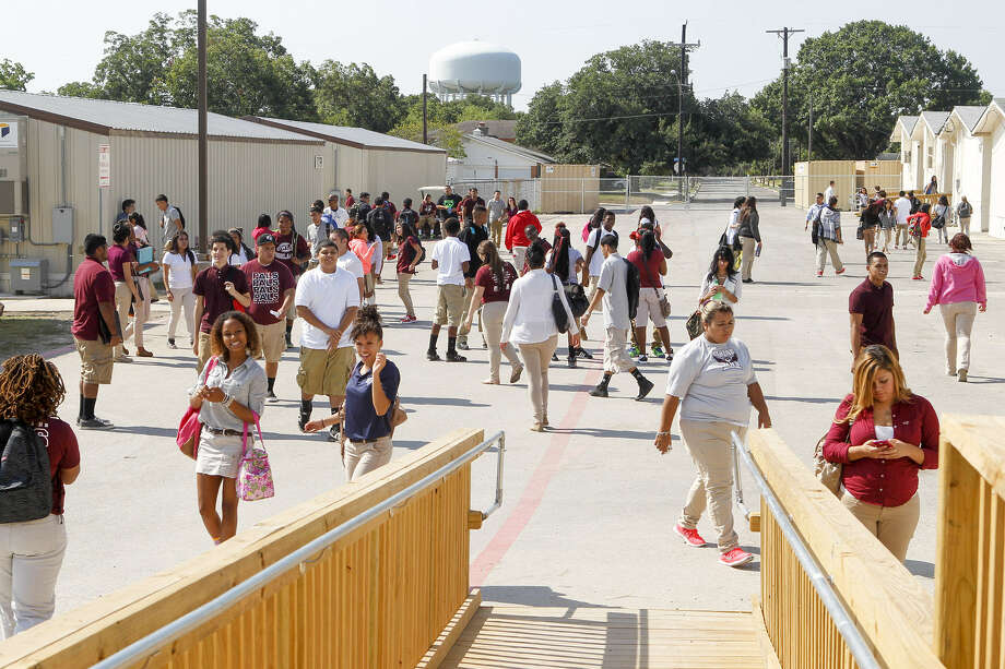 Students move between classes in portable buildings at Highlands High School last week.  Most of the school's 1,800 students are in the mobile classrooms because of a major campus renovation. Photo: Marvin Pfeiffer / Southside Reporter