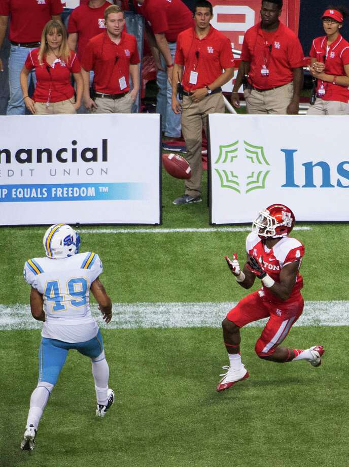 Houston wide receiver Daniel Spencer (4) hauls in a pass for a touchdown past Southern linebacker Anthony Balancier (49). Photo: Smiley N. Pool, Houston Chronicle / © 2013  Houston Chronicle