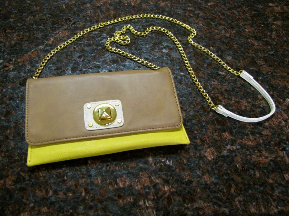 Cross Body Purse, Simply Chic, Nederland, $34 Photo: Cat5