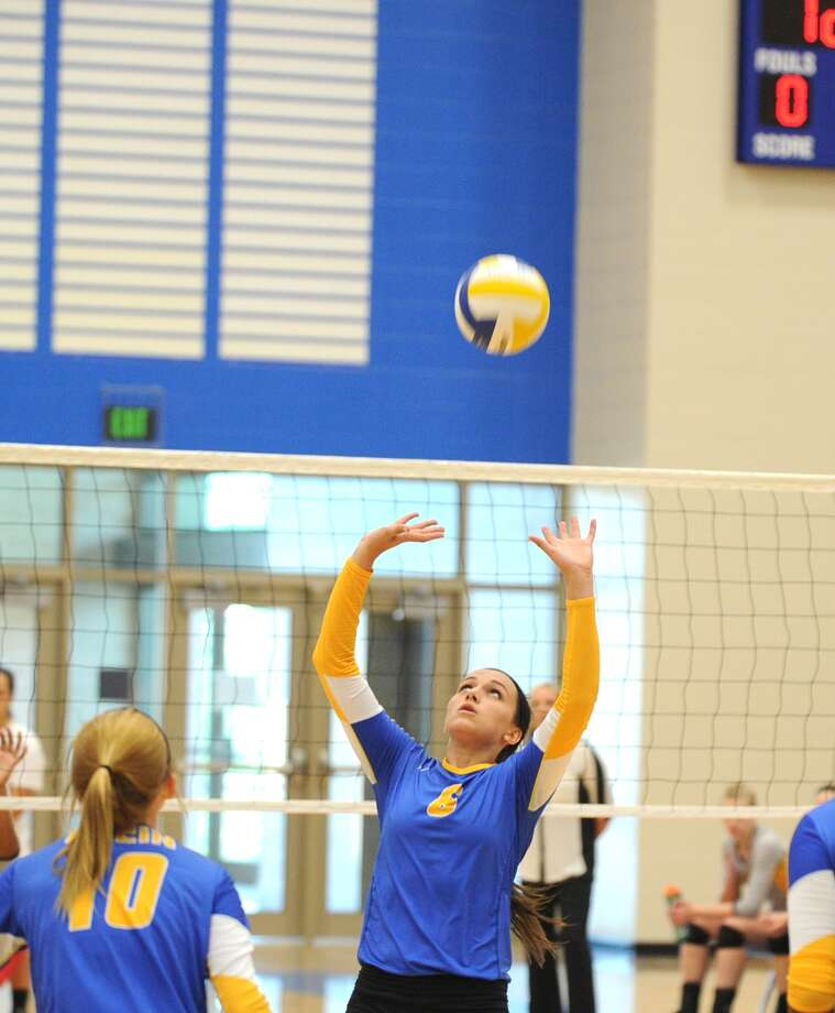 Klein's Cameron Taylor sets the ball for her outside hitter. Photo: Eddy Matchette, For The Chronicle / Freelance