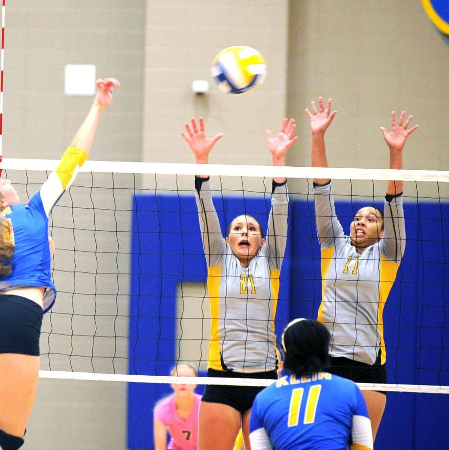 Protecting the net for Klein Oak are Adria Martinez (21) left, and Makayla Bradbury (17). Photo: Eddy Matchette, For The Chronicle / Freelance