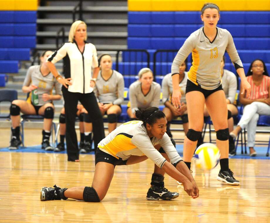 Klein Oak's Tori Fluellen (26) goes to the floor to save a ball hit by the Klein team. Photo: Eddy Matchette, For The Chronicle / Freelance