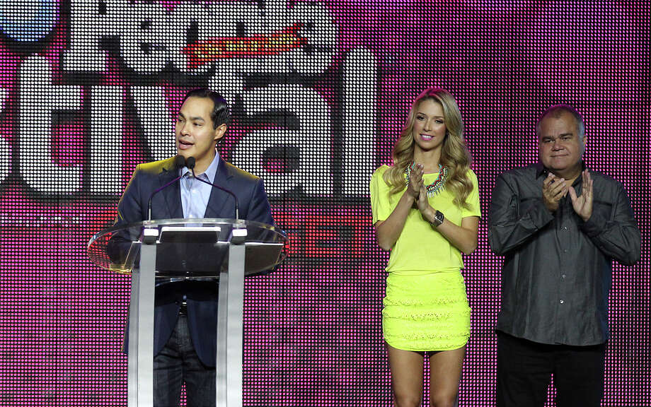 Mayor Julian Castro, lleft, greets attendees during the opening ceremonies of Festival People en Español at the Henry B. Gonzalez Convention Center on Saturday, Aug. 31, 2013. The event is a celebration of Latino culture, music and community. Beside Castro is event emcee Alessandra Villegas and People in Español managing editor Armando Correa. Photo: Kin Man Hui, San Antonio Express-News / ©2013 San Antonio Express-News
