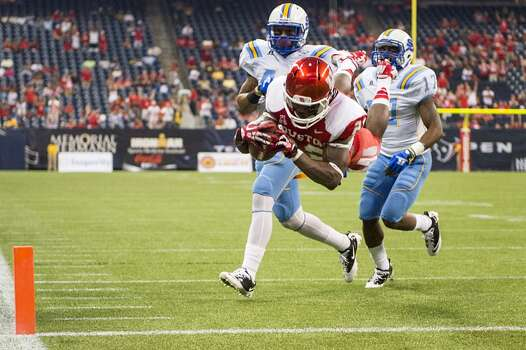 Houston running back Ryan Jackson dives for the end zone. Photo: Smiley N. Pool, Houston Chronicle