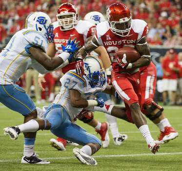 Houston running back Ryan Jackson (22) scores on a 8-yard touchdown run past Southern defensive back Blake Monroe and linebacker Franchot West during the first half. Photo: Smiley N. Pool, Houston Chronicle