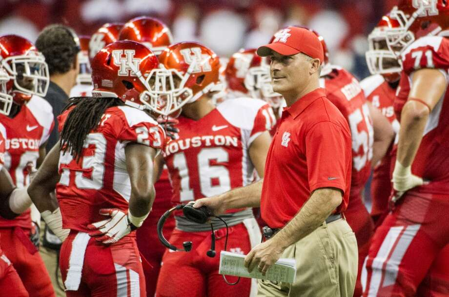 Houston head coach Tony Levine huddles with his players. Photo: Smiley N. Pool, Houston Chronicle