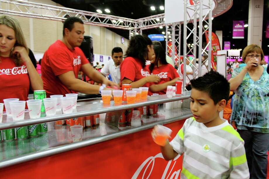 San Antonians gathered at the Henry B. Gonzalez Convention Center on Aug. 31 for People en Español, a celebration of Latino culture, music and community. Photo: Yvonne Zamora / MySA.com