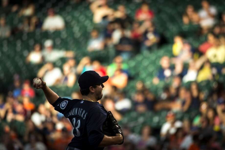 Mariners starting pitcher Joe Saunders delivers a pitch. Photo: Smiley N. Pool, Houston Chronicle