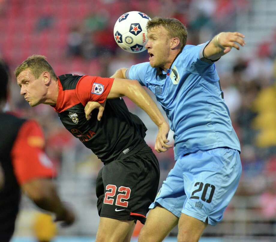 The Scorpions' Tomasz Zahorski (left) and Minnesota's Conner Tobin fight control of the ball Saturday. Photo: Robin Jerstad / For The Express-News