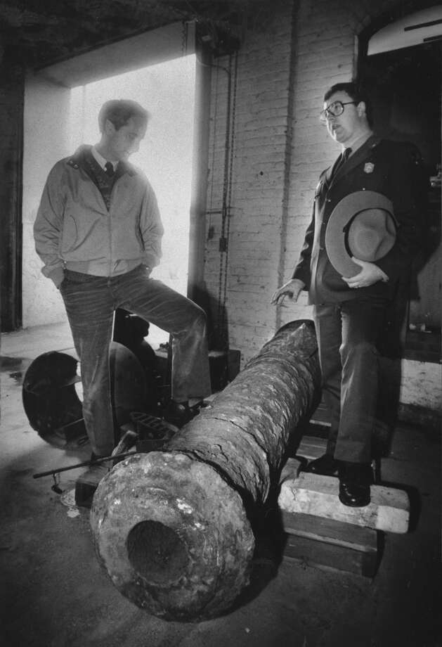 The mysterious, eight-foot, British-made canon, dug up by utility workers at First and Clementina Streets in San Francisco, January 28, 1987. Photo: Steve Ringman