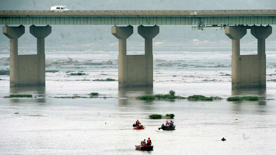 Crews search near the Rt. 30 bridge in the Susquehanna River in Columbia, Pa. on Thursday, Aug. 29, 2013 to resume the search for 7-month old Hamza Ali, who is missing and presumed dead. Photo: AP