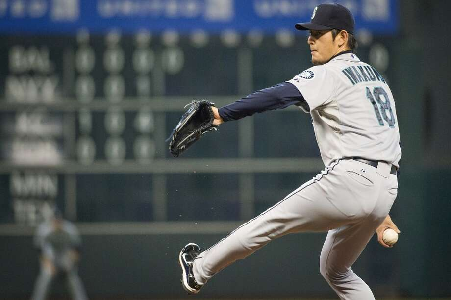 Mariners starting pitcher Hisashi Iwakuma pitches during the third inning. Photo: Smiley N. Pool, Houston Chronicle