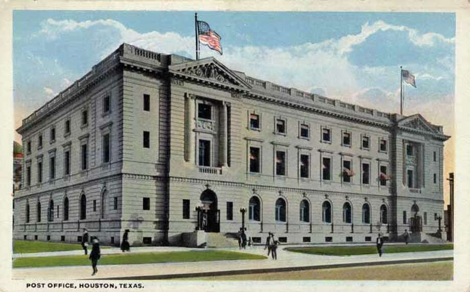 HOUSTON - 1918:  Vintage postcard showing the exterior of the Houston Post Office . (Photo by Lake County Museum/Getty Images) Photo: Curt Teich Postcard Archives, Getty Images / Archive Photos