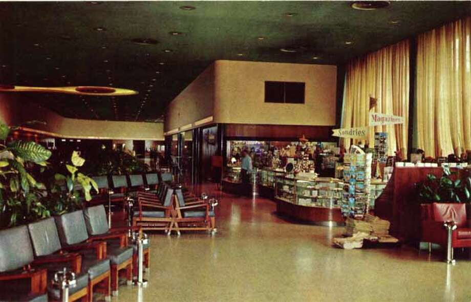 HOUSTON - 1957:  Vintage postcard showing a view of a gift shop and seating area in the Houston International Airport. (Photo by Lake County Museum/Getty Images) Photo: Curt Teich Postcard Archives, Getty Images / Archive Photos