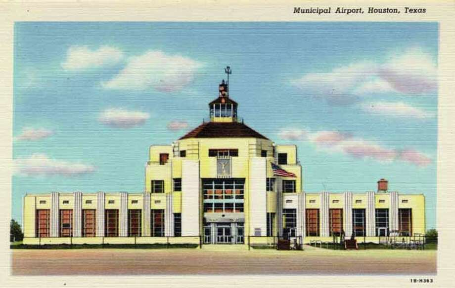 HOUSTON - 1941:  Vintage postcard showing the Houston Municipal Airport. (Photo by Lake County Museum/Getty Images) Photo: Curt Teich Postcard Archives, Getty Images / Archive Photos
