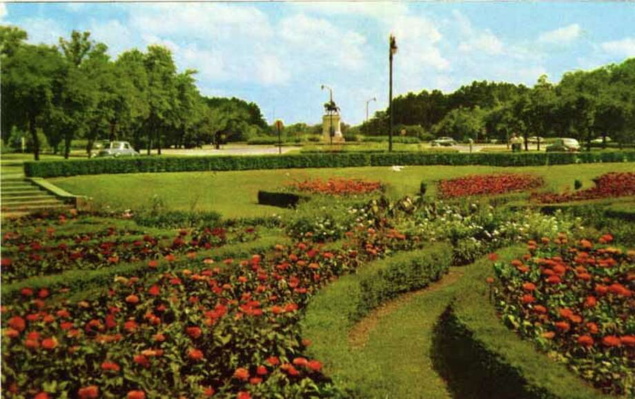 HOUSTON - 1955:  Vintage postcard showing a sunken garden in Houston's Hermann Park. (Photo by Lake County Museum/Getty Images) Photo: Curt Teich Postcard Archives, Getty Images / Archive Photos