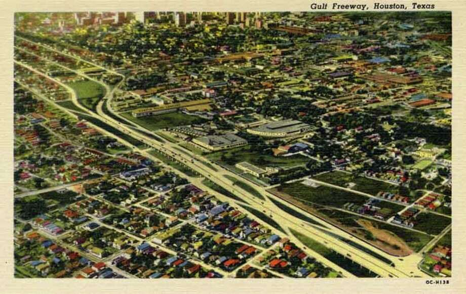 HOUSTON - 1950:  Vintage postcard showing an aerial view of the Gulf Freeway in Houston. (Photo by Lake County Museum/Getty Images) Photo: Curt Teich Postcard Archives, Getty Images / Archive Photos