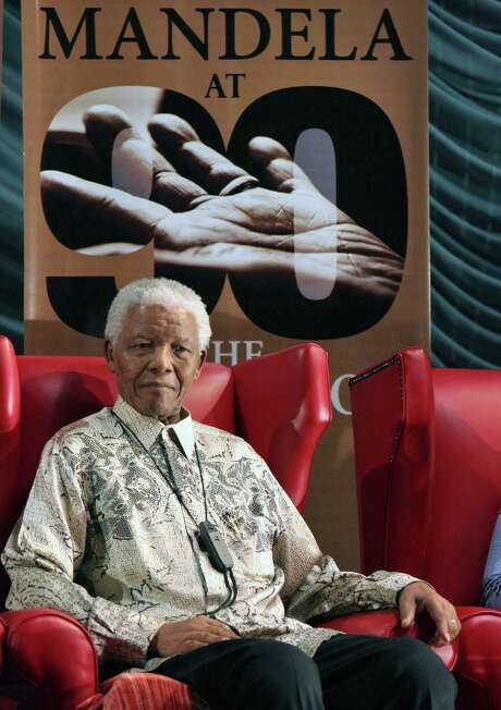 Former South African President Nelson Mandela, still in critical condition, has returned home, which has been set up for him to receive intensive care. Photo: Denis Farrell / Associated Press