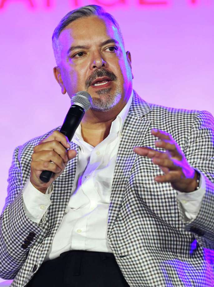 Henry R. Munoz III speaks Sunday Sept. 1, 2013 during Festival People en Espanol at the Henry B. Gonzalez Convention Center. Photo: San Antonio Express-News / © 2013 San Antonio Express-News