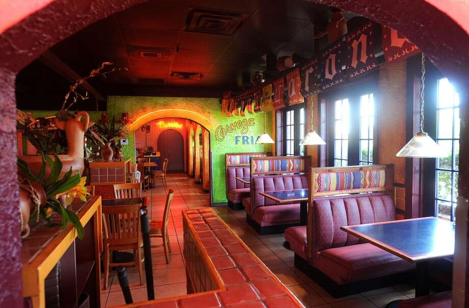 Dining room at Casa Ole in Beaumont. Photo taken Wednesday, August 21, 2013 Guiseppe Barranco/The Enterprise Photo: Guiseppe Barranco/The Enterprise