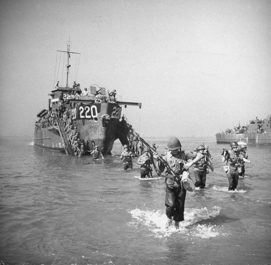American troops wading ashore from landing craft during the invasion of Salerno, Italy, September 1943. Photo: George Rodger, Getty Images / Time Life Pictures