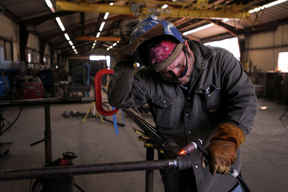 Randall Kilmer checks a weld a pipe at Crown Pipe Shops Inc. in Nederland on Friday. Photo taken Friday, August 30, 2013 Guiseppe Barranco/The Enterprise Photo: Guiseppe Barranco, STAFF PHOTOGRAPHER / The Beaumont Enterprise