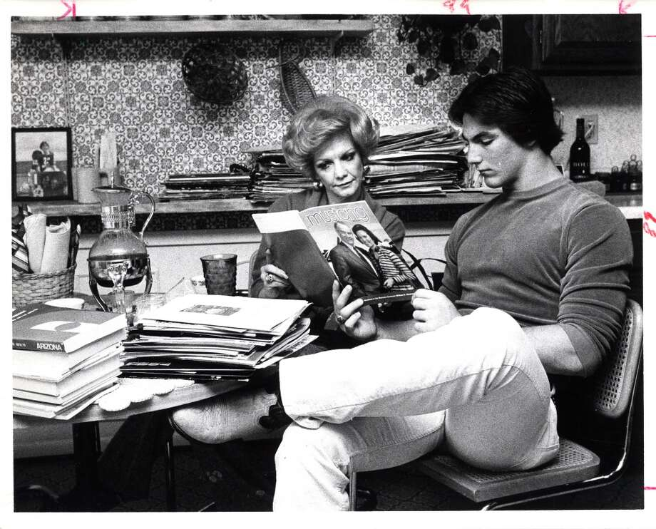 Craig James and his mother, Mrs. Charles Vickers, look over college brochures in 1979. Photo: Sam C. Pierson Jr., Houston Chronicle