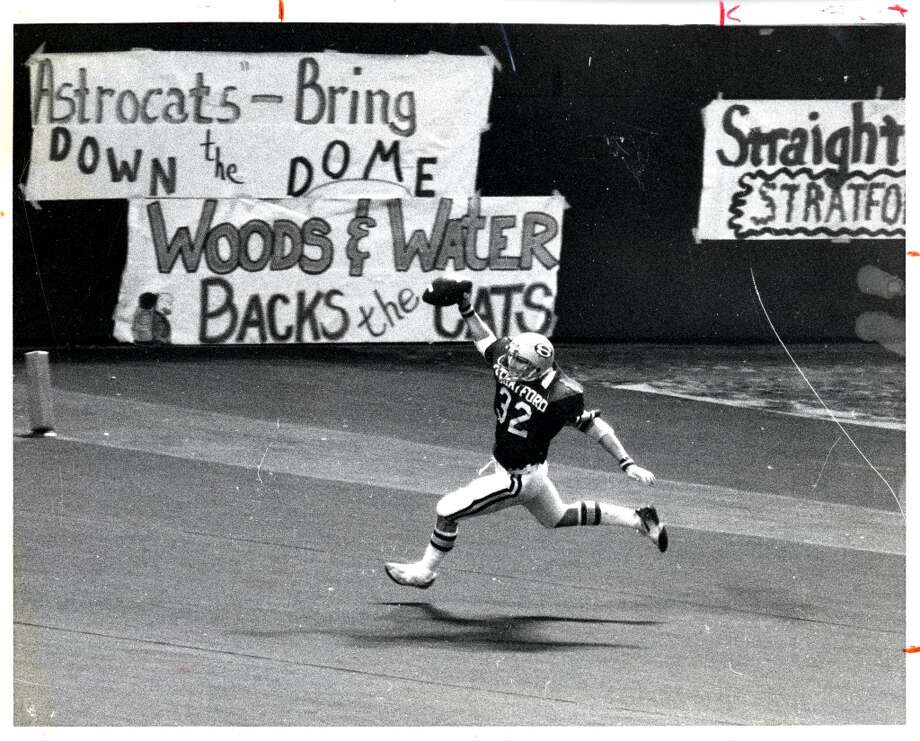 Stratford High School running back Craig James celebrates in the endzone at The Astrodome. Stratford defeated Plano 29-13 in the state 4A championship game, Dec. 24, 1978. Photo: Steve Ueckert, Houston Chronicle