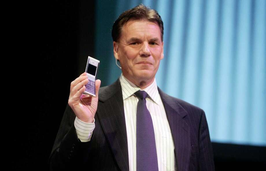 Former president and CEO of Nokia Olli-Pekka Kallasvuo shows a new flip phone during a press conference at the World Mobile Congress, in Barcelona in February 2008. Photo: MANU FERNANDEZ, AP