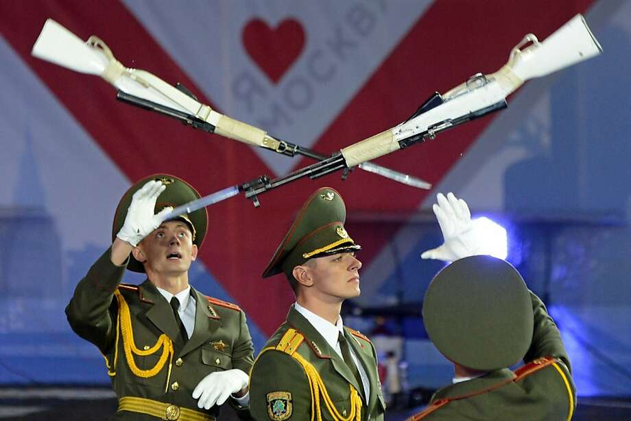 Wanna trade? Honor guards flip rifles with bayonets 