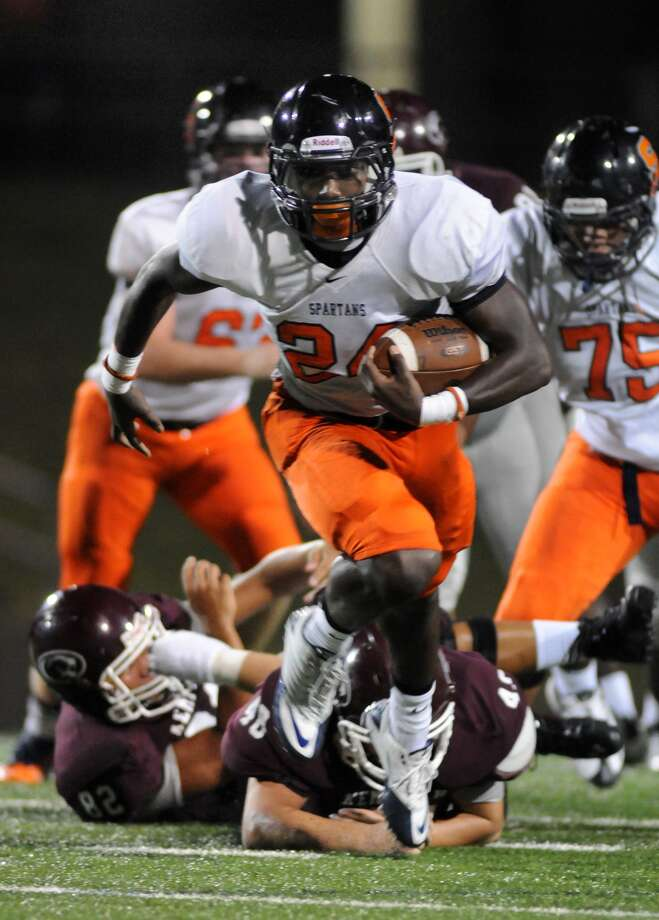 Seven Lakes senior running back Evan McDowell broke away from a pair of Kempner defenders. Photo: Jerry Baker, Freelance