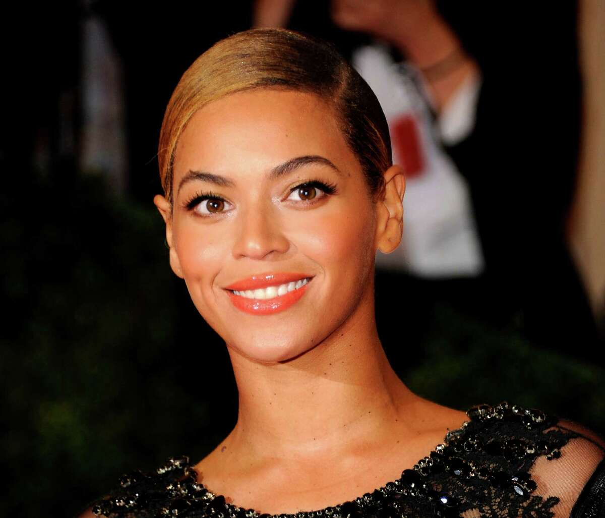 FILE - This May 7, 2012 file photo shows Beyonce Knowles at the Metropolitan Museum of Art Costume Institute gala benefit in New York. Beyonce will sing the national anthem at President Barack Obama's inauguration ceremony. The committee planning the Jan. 21 event also announced Wednesday that Kelly Clarkson will perform