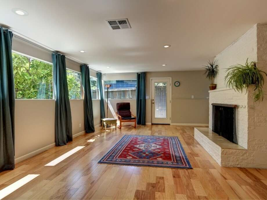 Family room of 141 N. 144th St. It's listed for $425,000. Photo: Courtesy Jeffrey Jordan, Coldwell Banker Bain